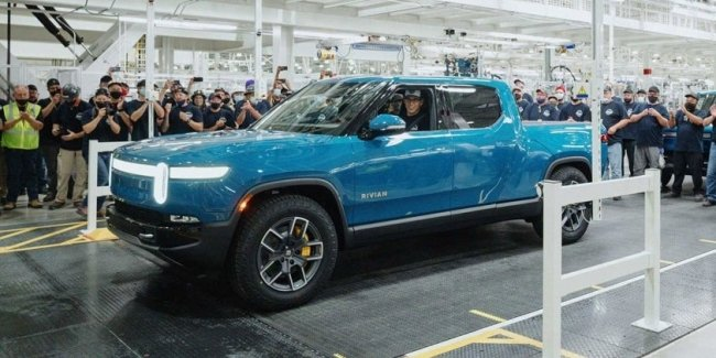 The founder of Rivian announced the release of the first electric pickup R1T
