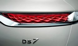 The first image of the updated DS 7 Crossback