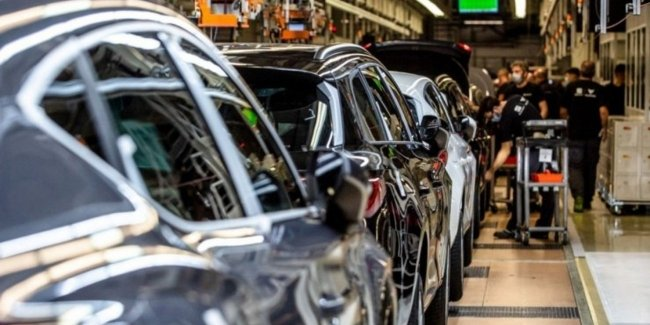 How much will the shortage of chips result in the global automotive industry?