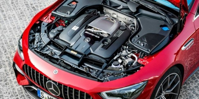 Mercedes will keep its V8 for another 10 years