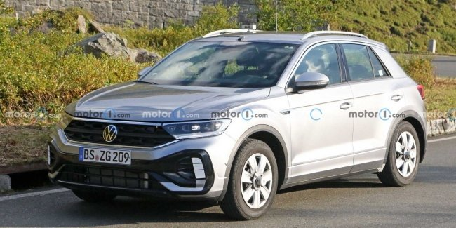 Updated VW T-Roc seen on the roads