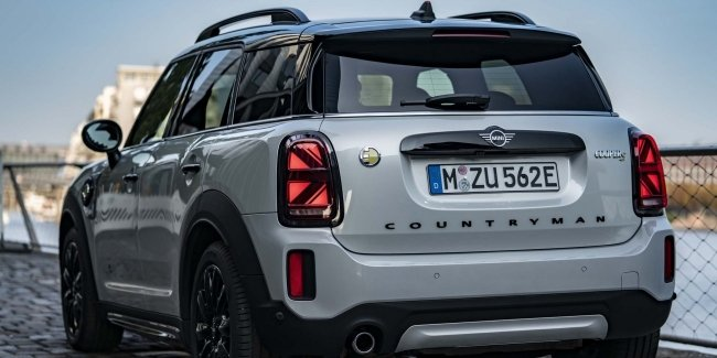 MINI found unusual problems with turn signals (video)