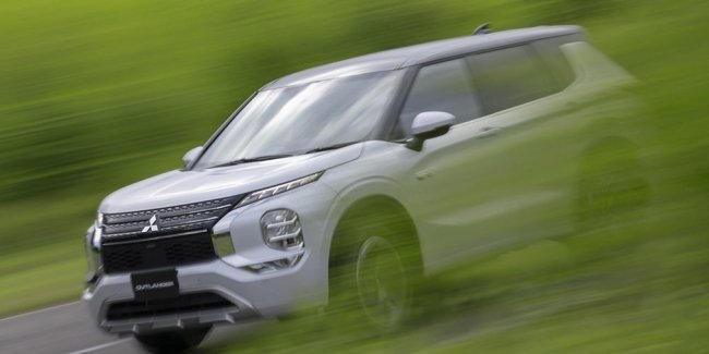 The first photo of the hybrid Outlander of the new generation