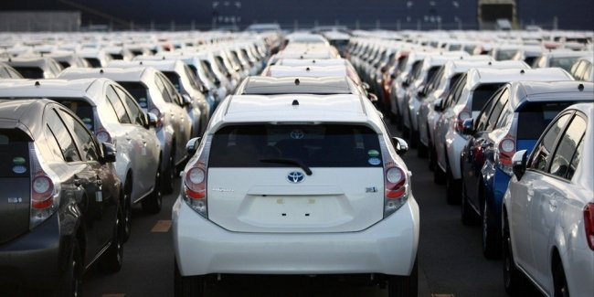 The collapse of the market of new cars in Japan