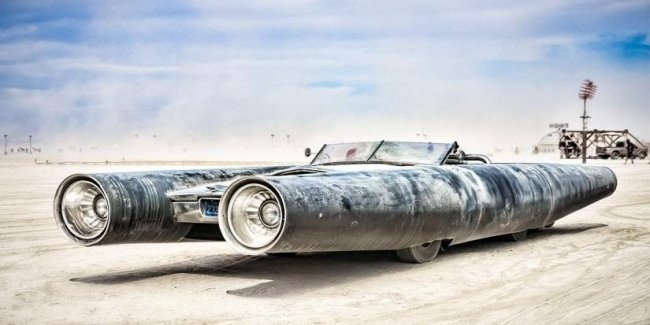 """Imbued with freedom: the organizers of the Burning Man festival sell unique """"mutant cars"""""""