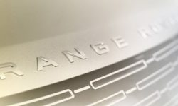 Land Rover has announced the premiere of the range Rover SUV of the new generation